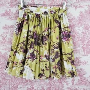 Darling Pleated Skirt Size S Small Knee or Above